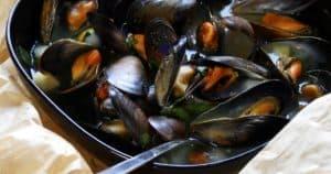 Muscheln in Gemüsesud im der Kochtüte gegart